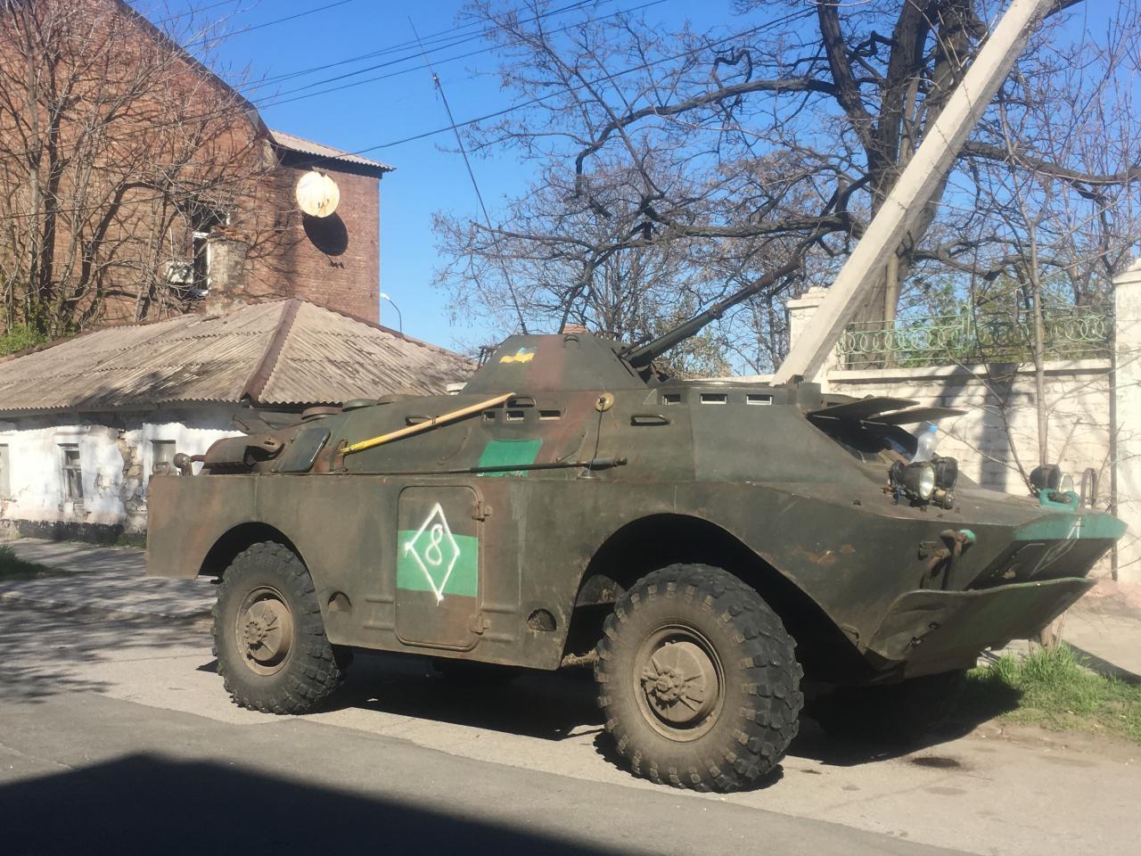 Избирательные участки в Мариуполе охраняет бронетехника