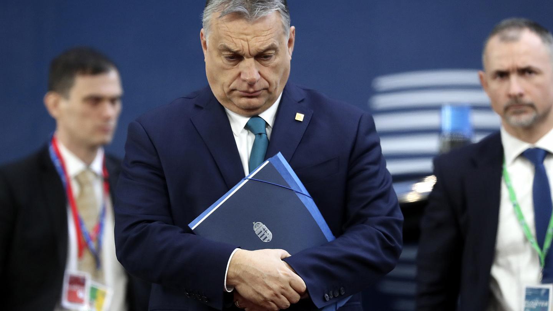 Премьер Венгрии Орбан назвал мигрантов биологической угрозой