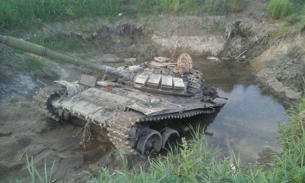 Украинские военные достали из болота танк РФ. Его отремонтировали и пере...