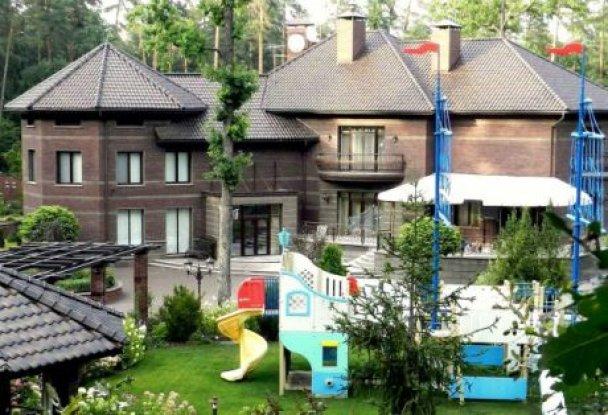 Суд арестовал имение бывшего зама Пшонки Рената Кузьмина, - СМИ