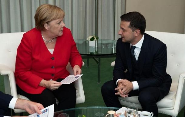 Меркель в разговоре с Зеленским поддержала изменения в Минской ТКГ