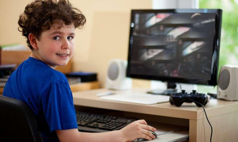 Долгие часы у телевизора и компьютера снижают успеваемость в школе, – уч...