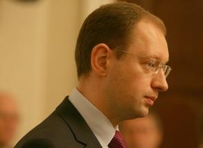 Яценюк предлагает отстранить военных от решения южноосетинского конфликт...