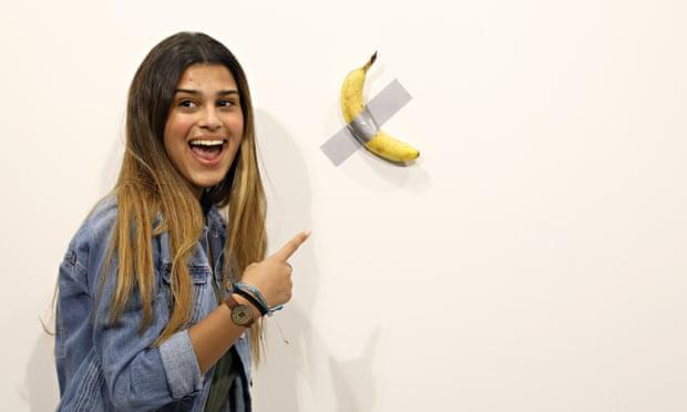 Банан на стене. Посетитель выставки съел экспонат стоимостью $120 тыс.