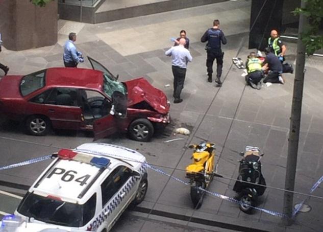 В австралийском Мельбурне автомобиль врезался в толпу: трое погибших