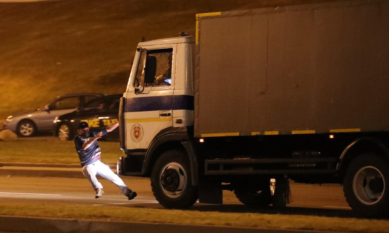 В Минске автозак переехал одного из протестующих