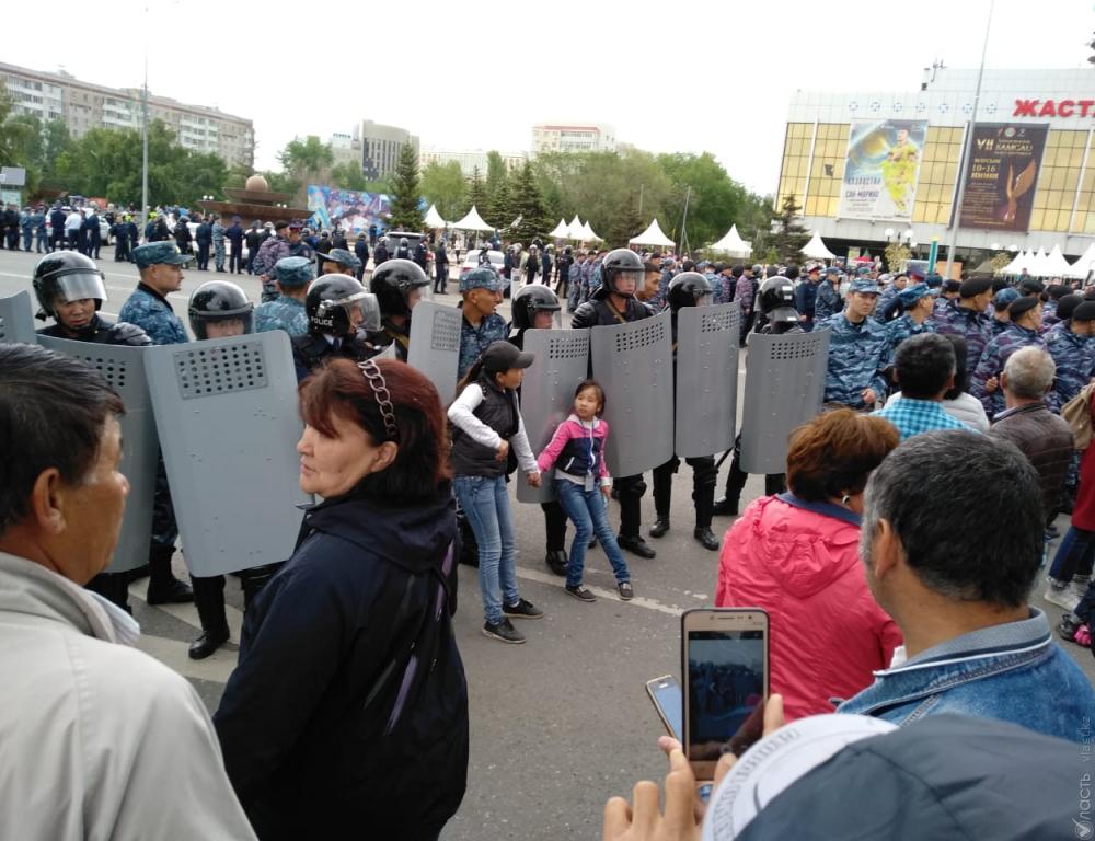 """В Казахстане в день выборов """"максимально корректно"""" задержали 500 челове..."""