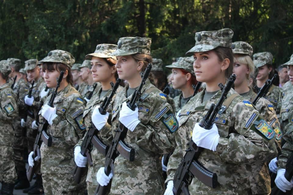 Шесть женщин-военнослужащих погибли за время войны на Донбассе, - Полтор...