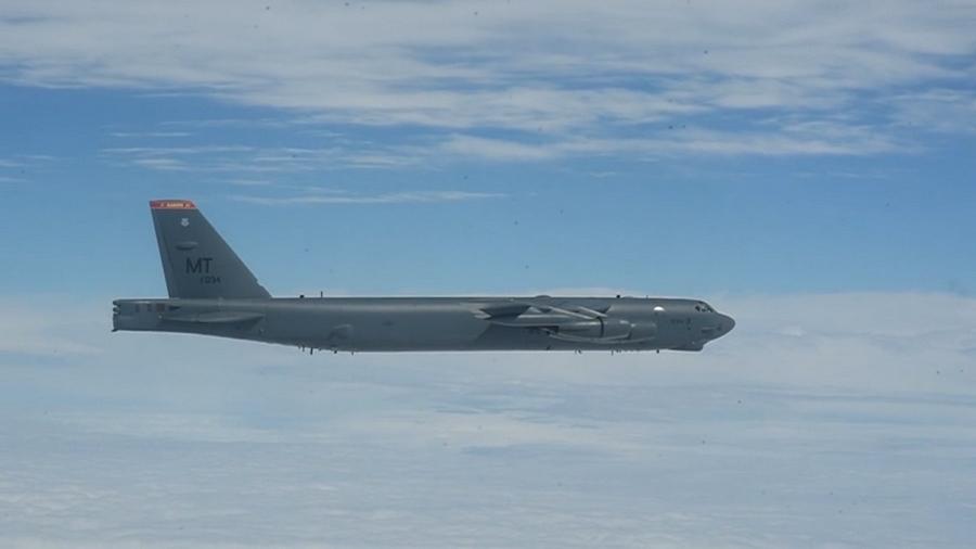 Появилось видео полета бомбардировщиков США над Украиной
