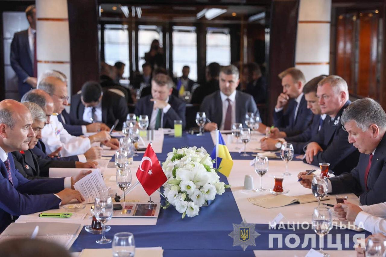 Украина и Турция договорились об экстрадиции преступников и взаимном при...
