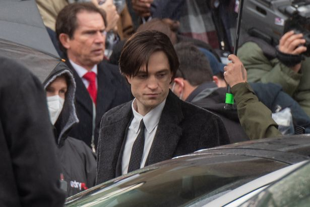 """В Британии возобновили съемки """"Бэтмена"""" после излечения Роберта Паттинсо..."""