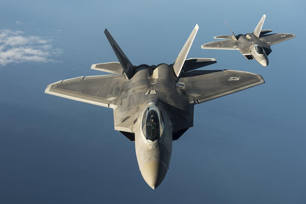 Американские F-22 прогнали российские Су-25 в небе над Сирией