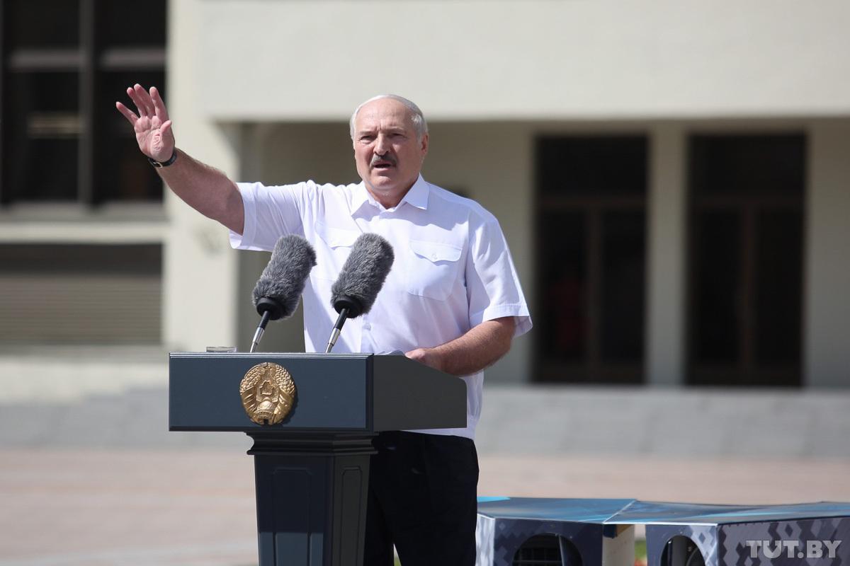 Лукашенко заявил, что НАТО наращивает силы на границе с Беларусью. Альян...