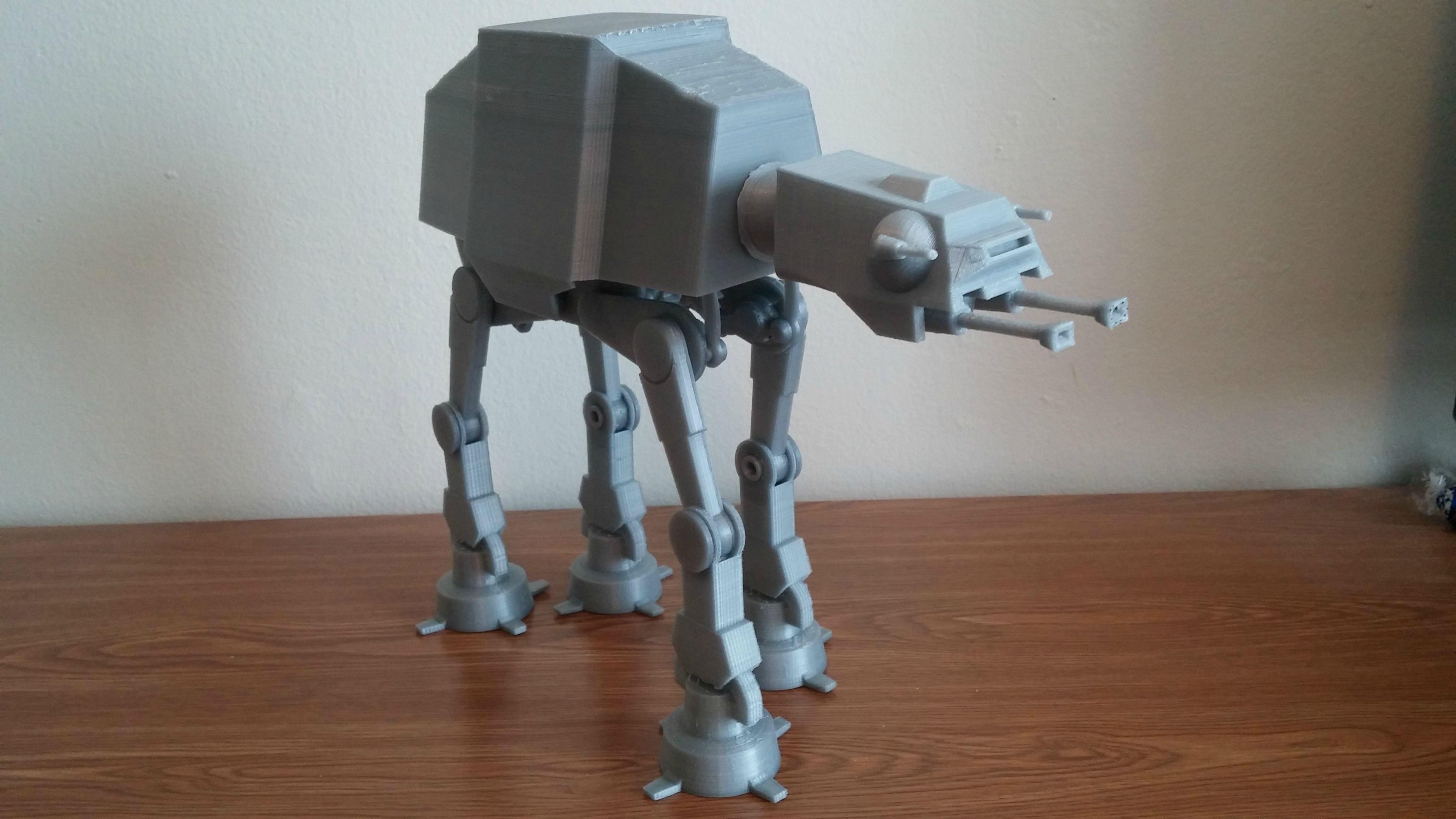 Фанат Звездных войн распечатал рабочую модель бронированного шагохода