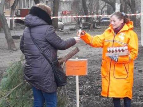 В Одессе новогодние елки меняют на конфеты