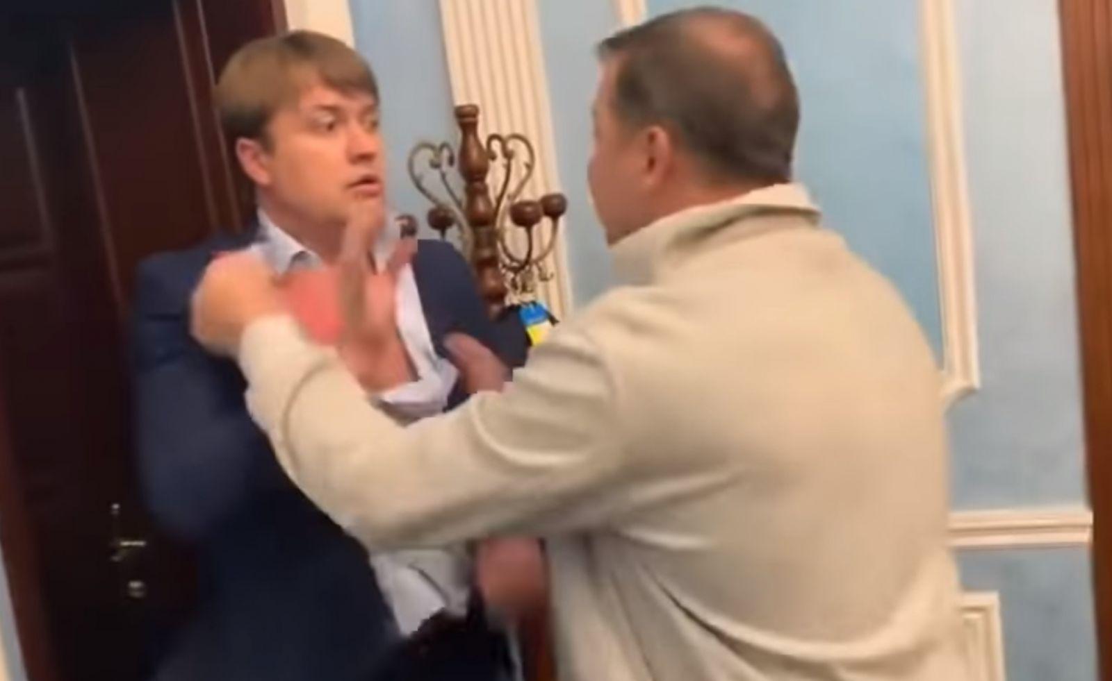 """Возвращение """"скотыняки"""". В соцсетях обсуждают драку Олега Ляшко с Андрее..."""