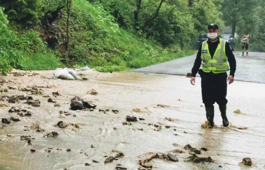 Венгрия готова помочь Украине отстроить дороги в Карпатах после паводка