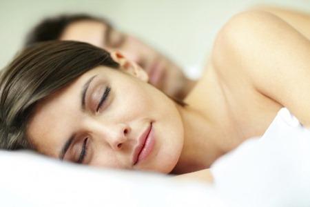Отзывчивый партнер рядом улучшает сон, - ученые