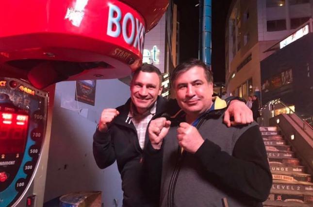 Одинокий чемпион. Как украинцы отреагировали на возможный союз Кличко и...