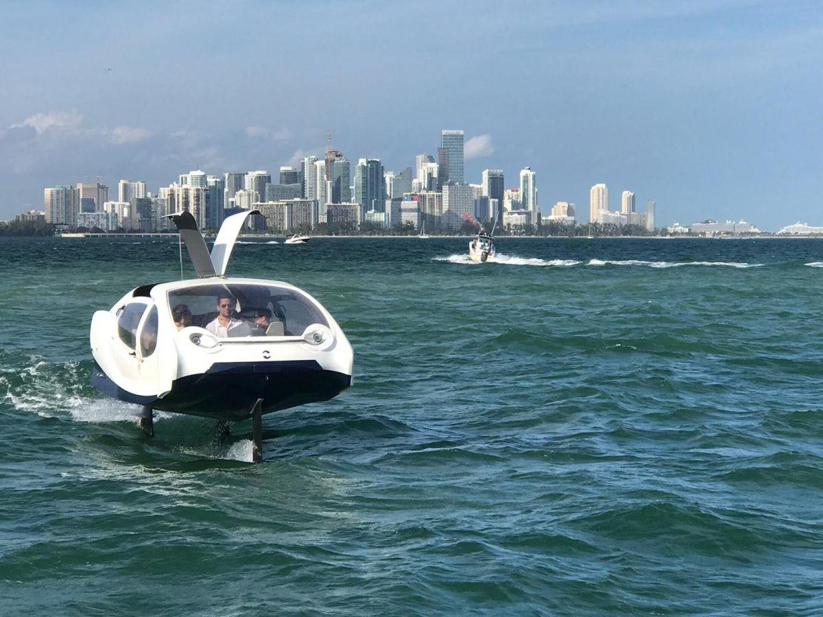 """На выставке в Майами показали полностью электрическую """"летающую"""" лодку"""