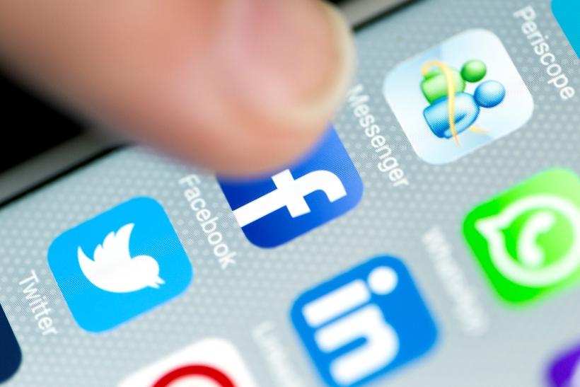 Facebook и Twitter удалили аккаунты сторонников президента Бразилии Болс...