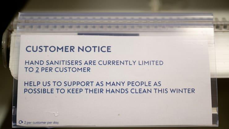 Страх как двигатель торговли: продажи антисептиков и жидкого мыла бьют р...