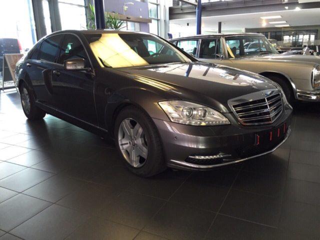 СМИ узнали, кто предложил бронированный Mercedes для Коболева
