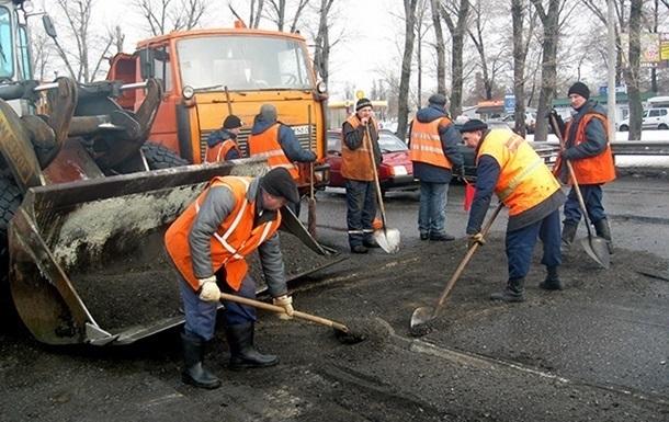 Укравтодор намерен отказаться от ямочного ремонта дорог