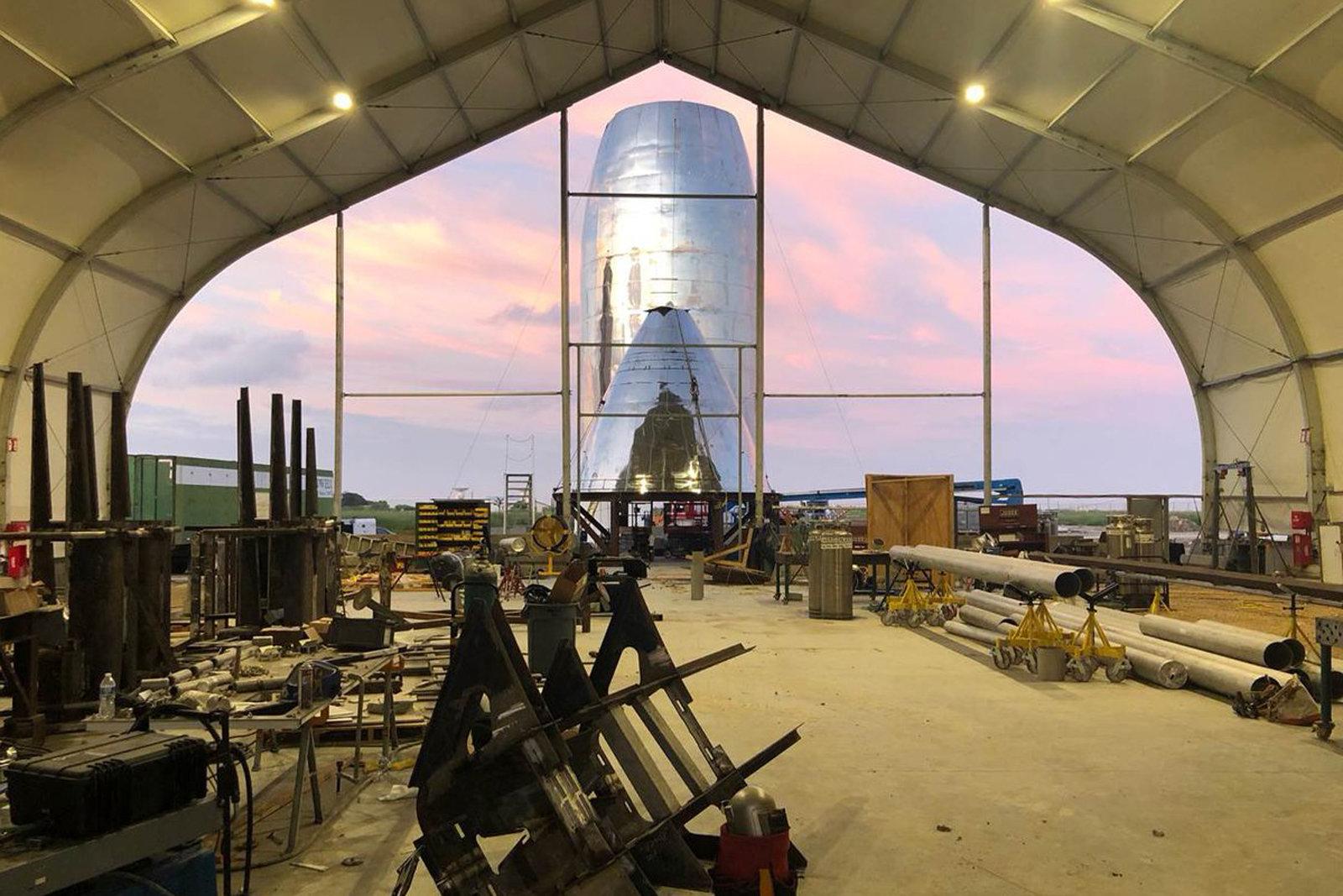 Маск показал фото прототипа марсианского корабля Starship