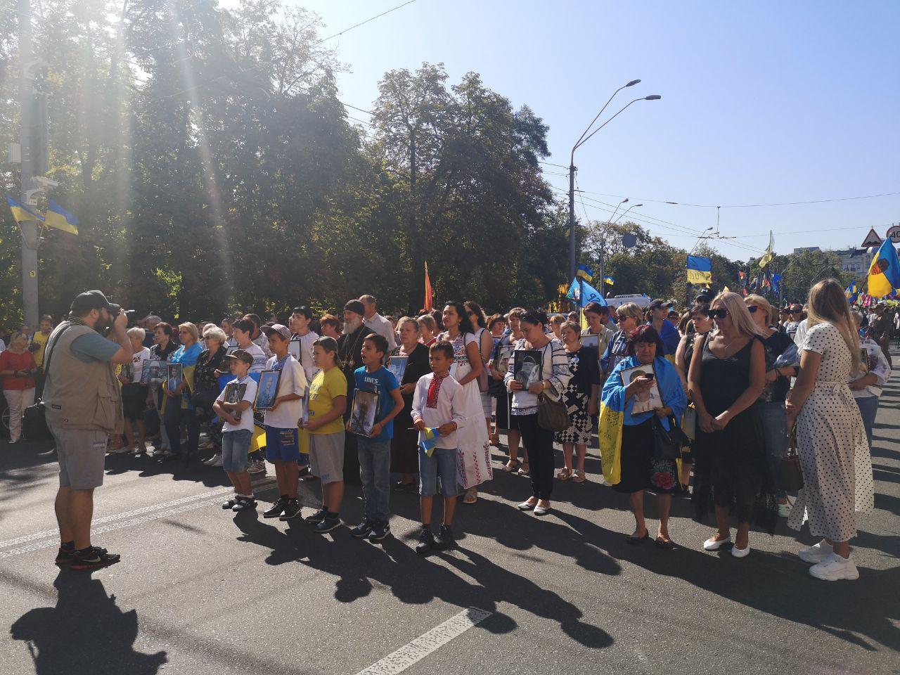 В Киеве стартовал альтернативный Марш защитников Украины