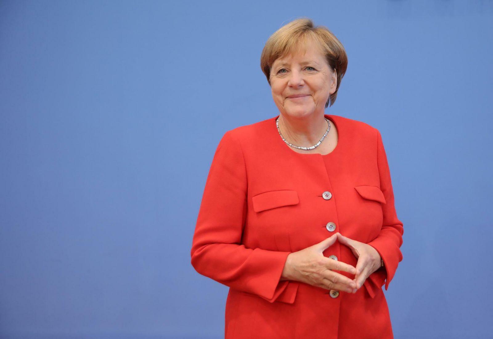 """Меркель не исключает, что изменит позицию по """"Северному потоку – 2"""" из-з..."""