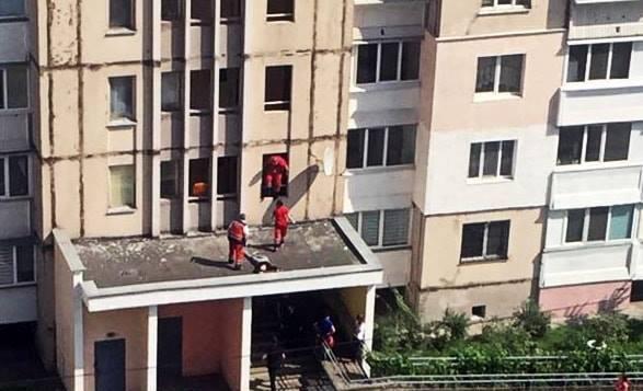 В Киеве девочка выпала с 13 этажа, пытаясь сделать селфи