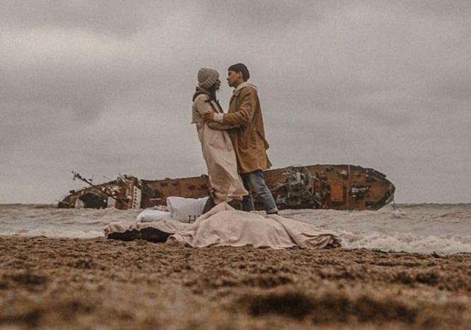 Кораблекрушение, как фон для селфи: место аварии танкера Delfi стало поп...