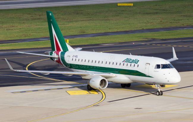 Из-за коронавируса пассажирам из Рима не разрешили сойти с самолета на М...