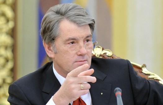 Ющенко требует, чтобы Тимошенко вернула людям все до копеечки