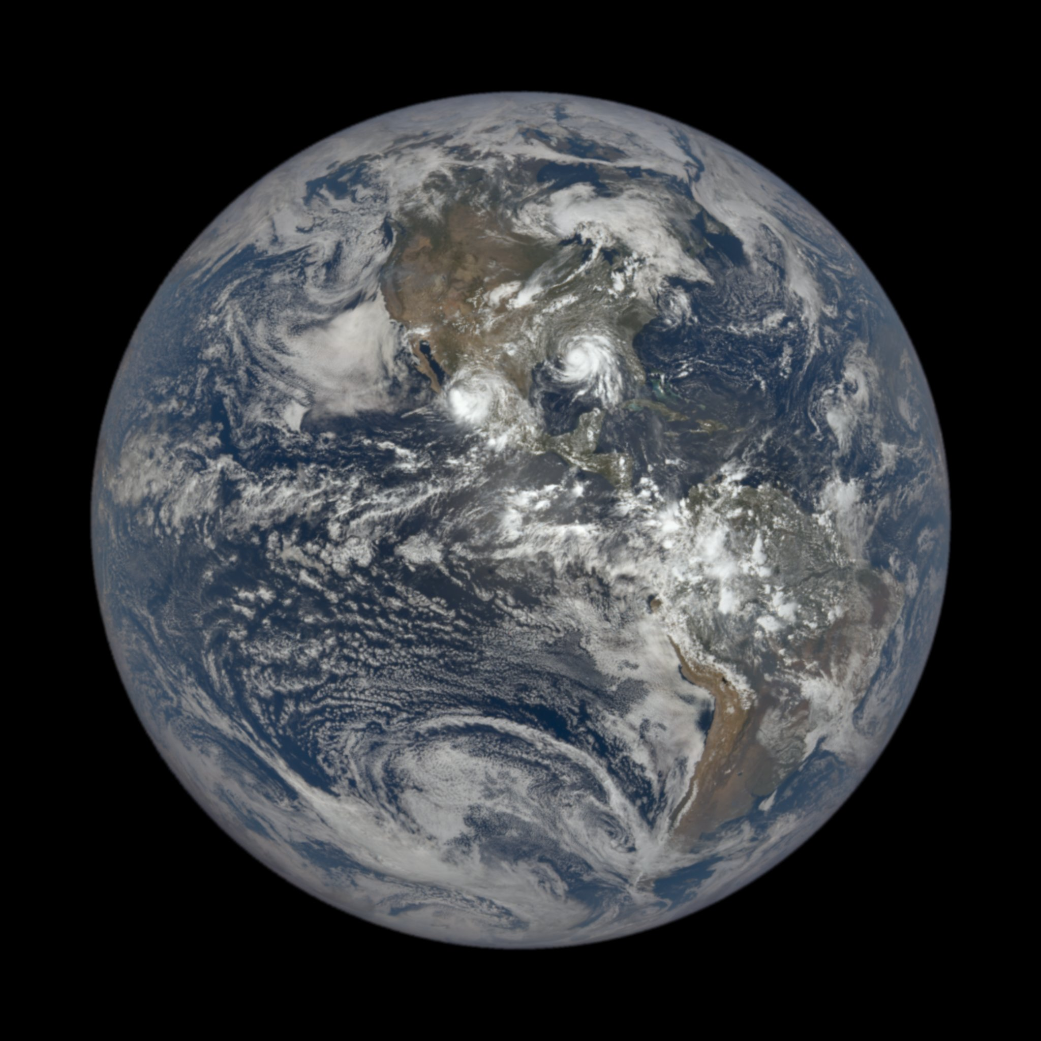 """Уникальные снимки. Как выглядит ураган """"Ида"""" с высоты в 1,5 млн километров"""