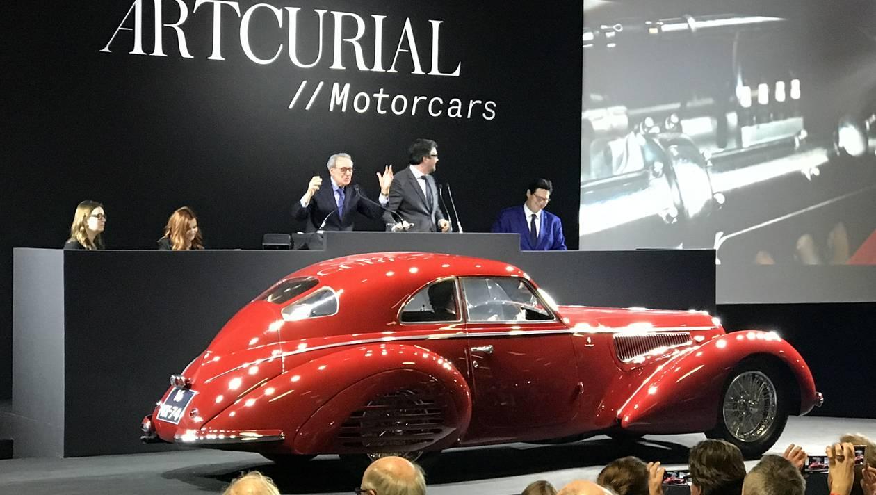 Одна из пяти оставшихся в мире Alfa Romeo 1939 года выпуска продана за 1...