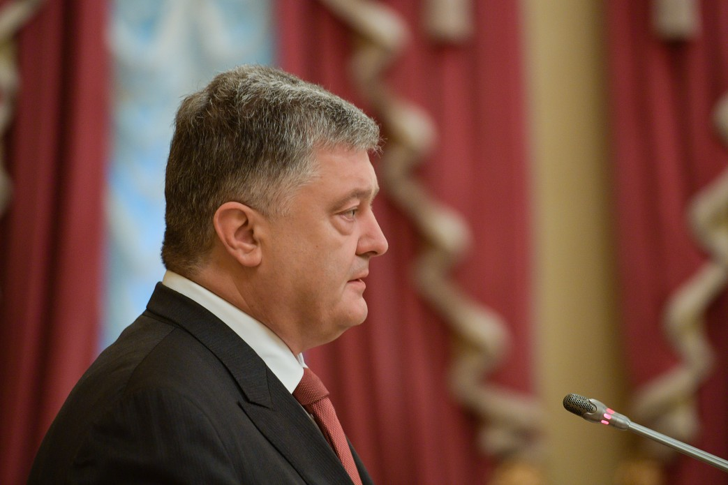 Порошенко прокомментировал политику Зеленского по Донбассу