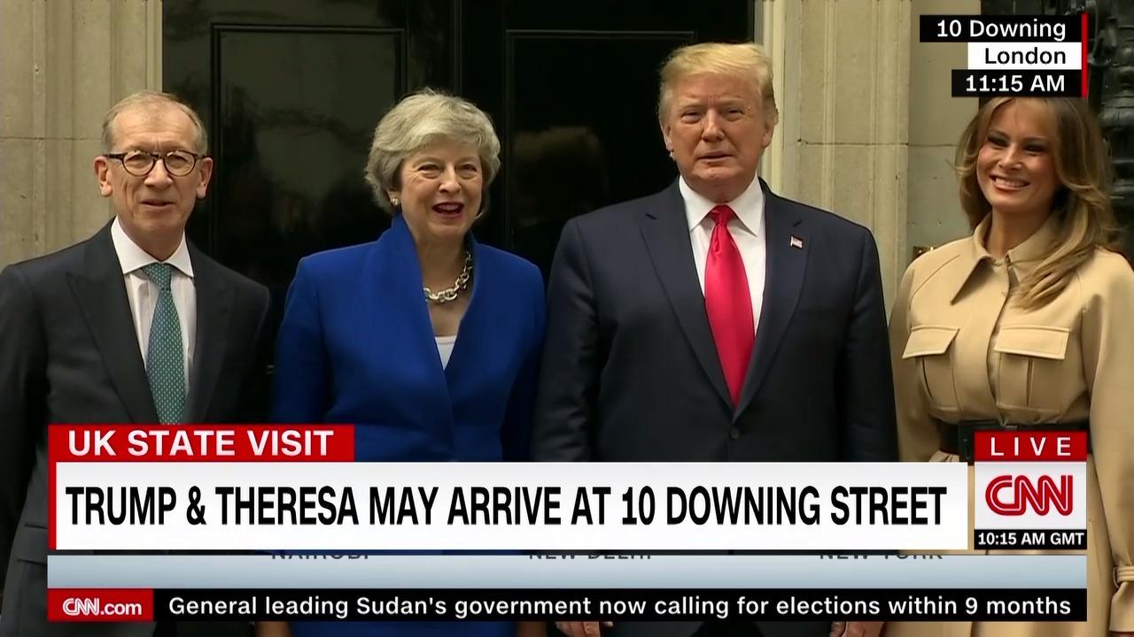 """Трамп предложил Мэй """"задержаться"""" на должности премьера Великобритании"""