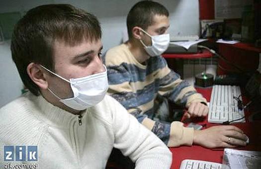 Киевляне защищаются от вируса гриппа строительными масками