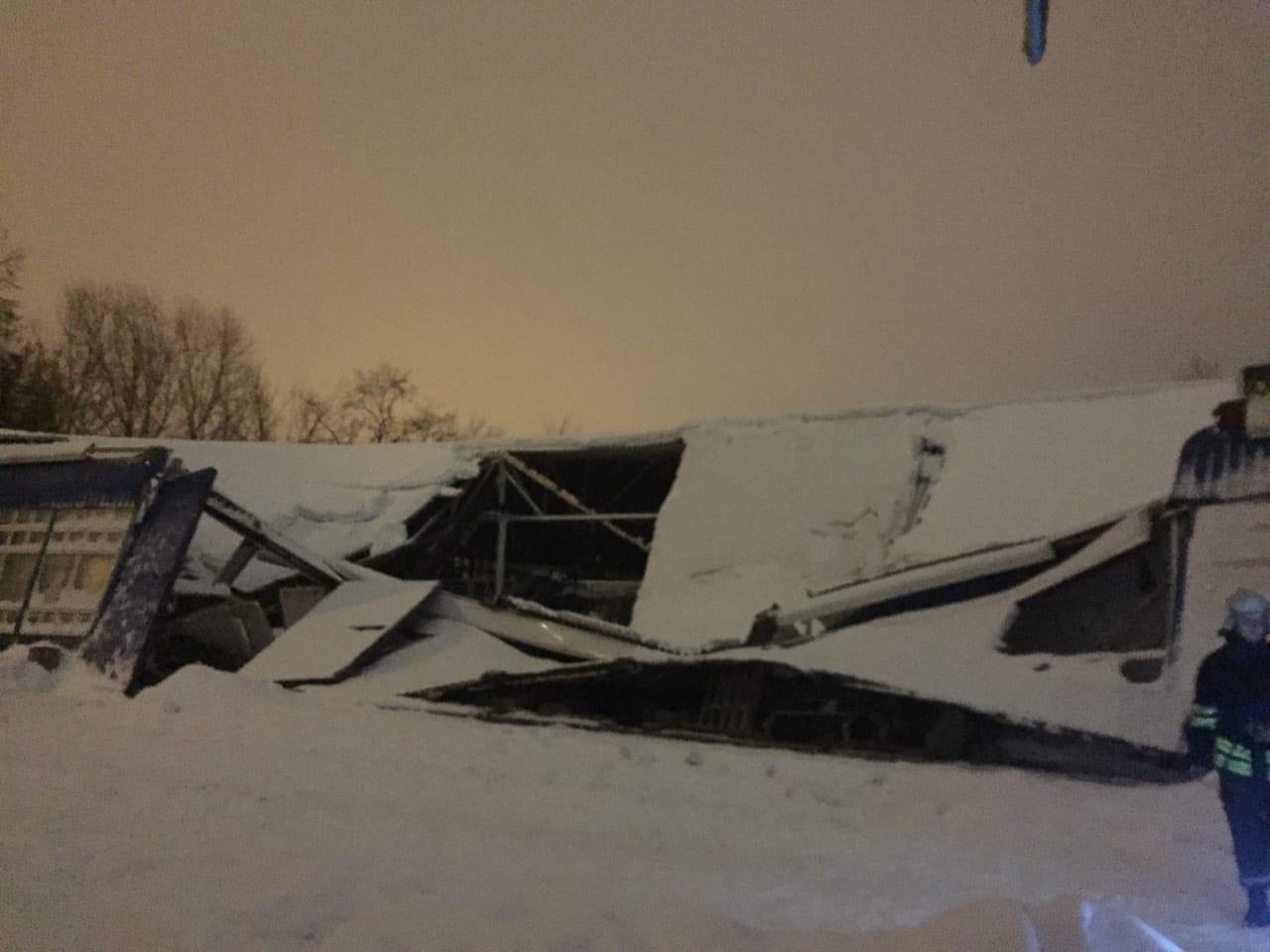 В Днепропетровской области от снега обрушилась крыша склада