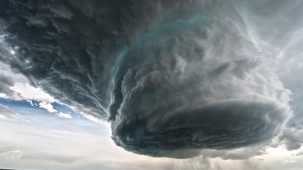 """Ураган """"Дельта"""" обрушился на Мексику и движется в сторону США"""