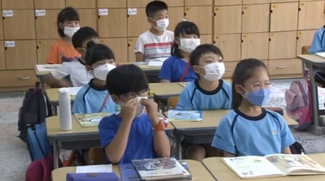 Школы в Южной Корее закрыли через несколько дней после открытия из-за ск...