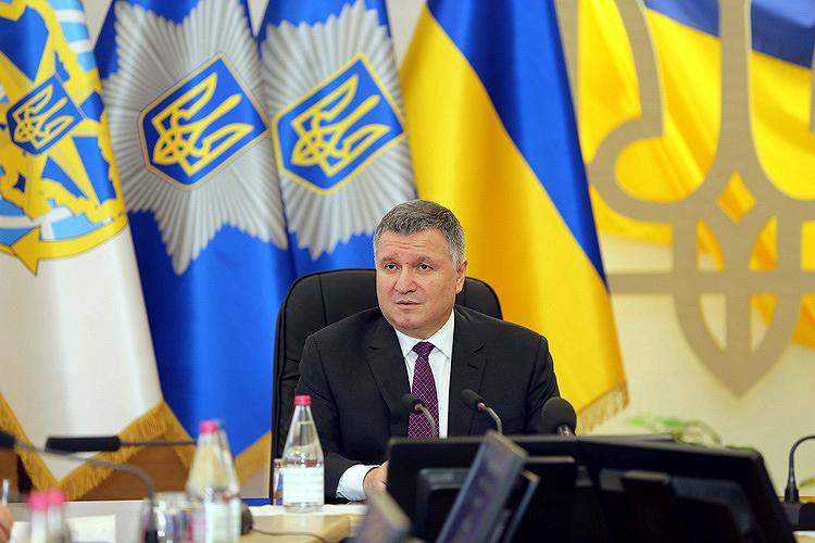 Полиция вне избирательного процесса и работает честно, - Аваков