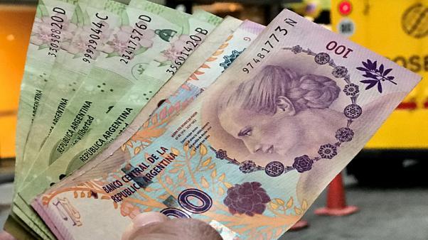 Дефолт в Аргентине: власти договорились с ключевыми кредиторами по долгу...