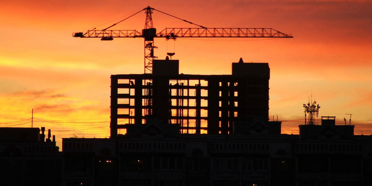 Строительство, Киев, замороженная стройка, закат, кран, фото