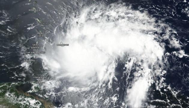 Трамп объявил чрезвычайное положение в Пуэрто-Рико в связи с приближение...