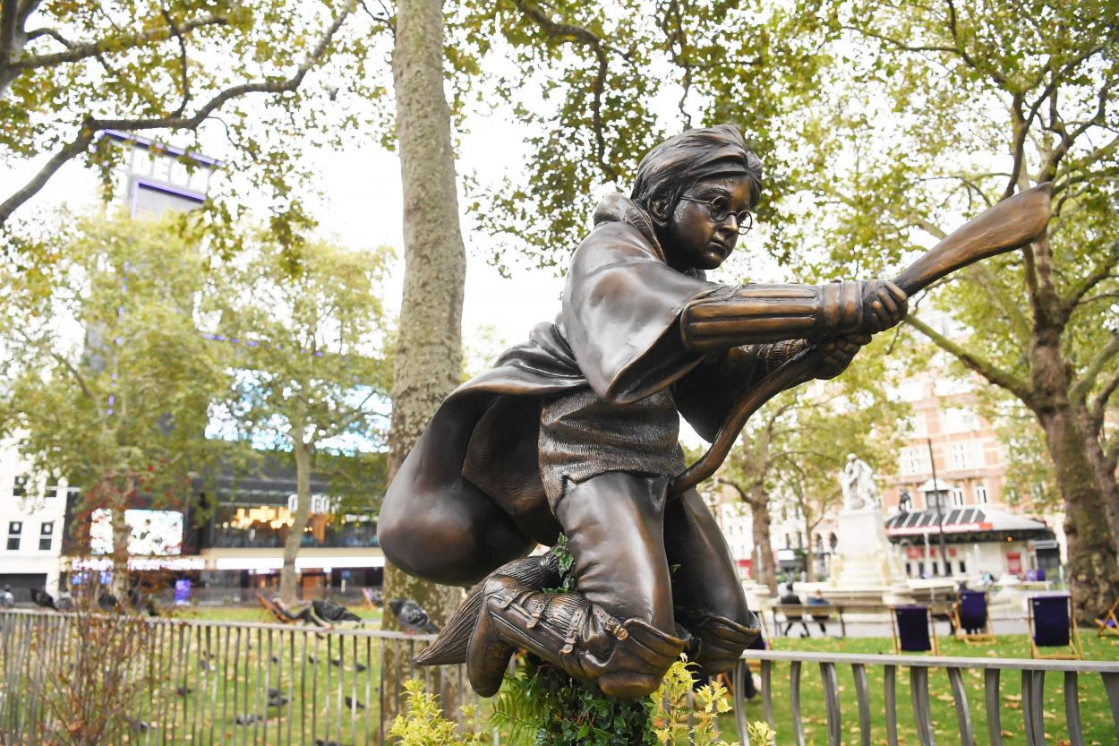 В Лондоне установили памятник Гарри Поттеру