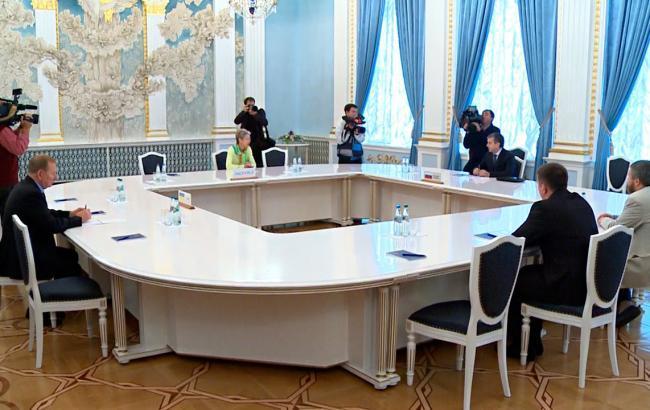 Трехсторонняя контактная группа согласовала перемирие на Донбассе