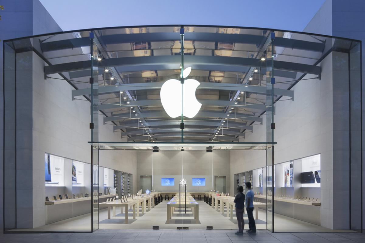 Студент из Нью-Йорка потребовал в суде от Apple миллиард долларов